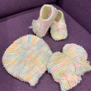 Baby knit hat and booties